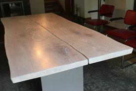 Tisch mit Naturkante Eiche weiss geölt